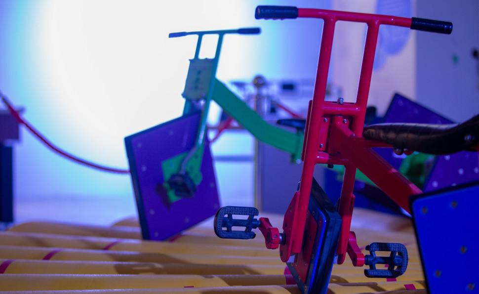 Покататись на велосипеді з квадратними колесами та запустити блискавку: гід «Музеєм науки»